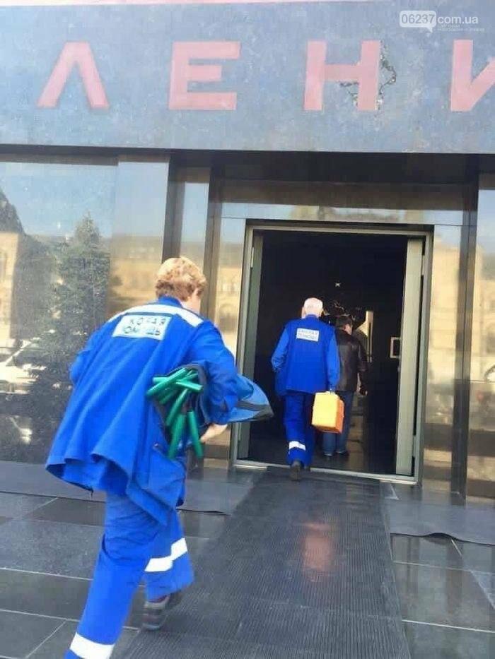 Туристу, посетившему Мавзолей Ленина, пришлось вызывать скорую, фото-1