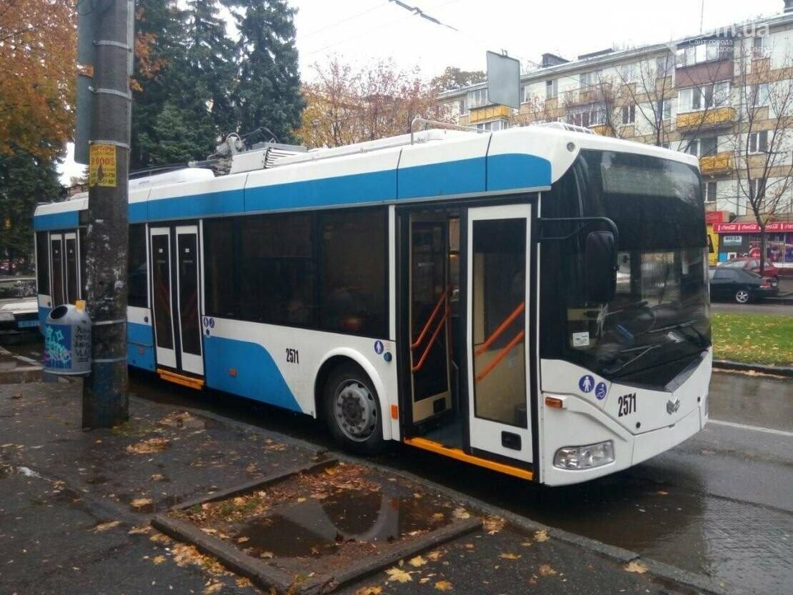В Днепре неизвестный обстрелял троллейбус и маршрутку, фото-1