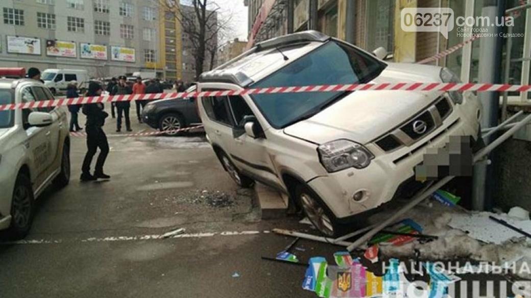 В Киеве на парковке обстреляли и ограбили авто: объявлен план-перехват, фото-1