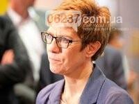 Преемником Меркель на посту главы ХДС стала Аннегрет Крамп-Карренбауэр, фото-1
