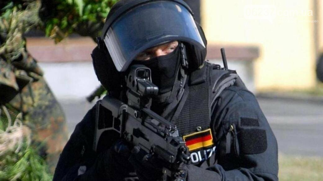 Немецкий спецназ перепутал адрес и по ошибке взял штурмом дом пенсионерки, фото-1