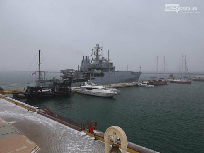 Корабль ВМС Великобритании HMS Echo пришвартовался в порту Одессы, фото-1