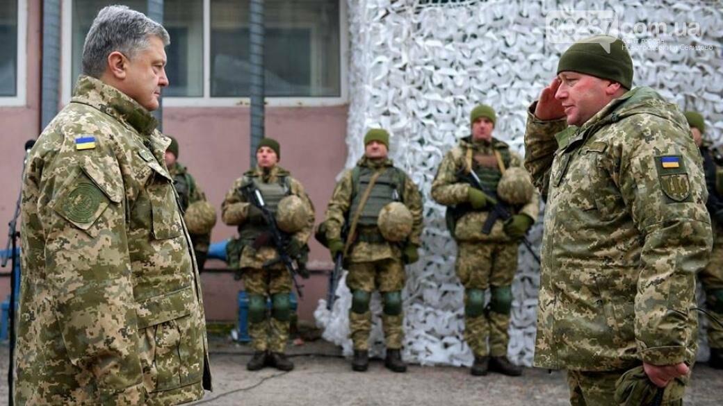 Порошенко побывал на Донбассе и пообщался с военными, фото-1