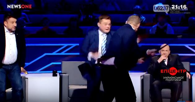 Нардеп Мосийчук в прямом эфире напал с тростью на политолога Семченко, фото-1