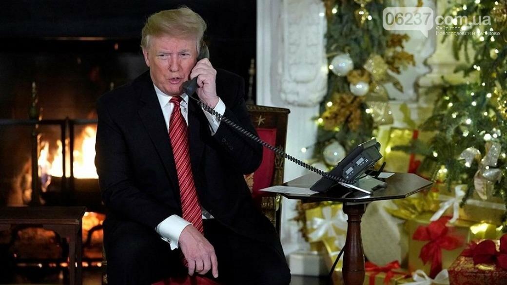 Поздравляя детей с Рождеством президент США удивился, что дети верят Санта-Клауса, фото-1