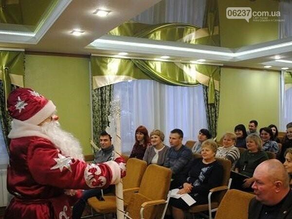 В Новогродовке на аппаратное совещание при городском голове пришел Дед Мороз, фото-1