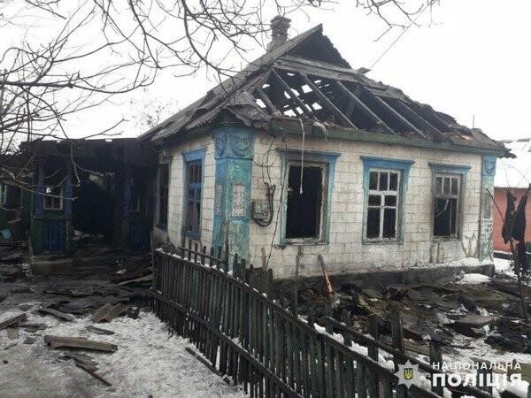 Пока пенсионерка из Новогродовки была в гостях ее пьяный сын сжег дом, фото-1