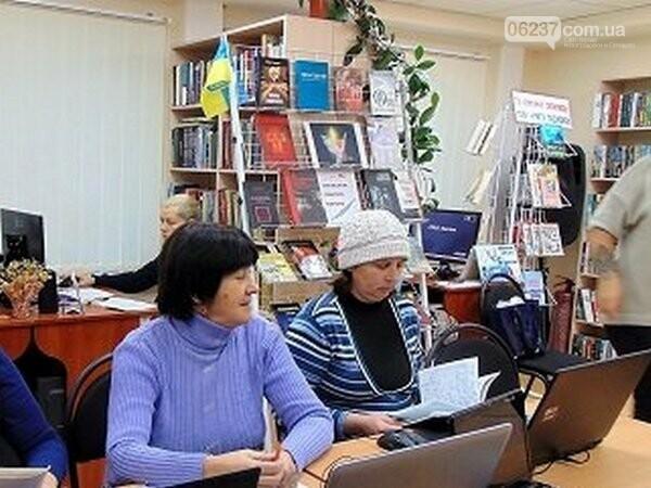 Японцы помогли жителям Новогродовки освоить компьютерную грамоту, фото-1