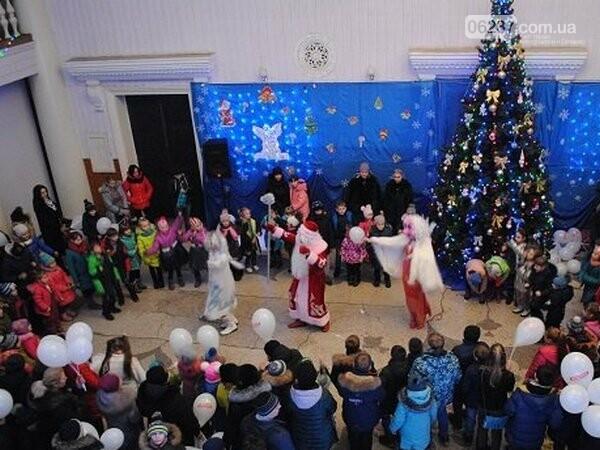 В Новогродовке масштабно и ярко отметили новогодне-рождественские праздники, фото-1