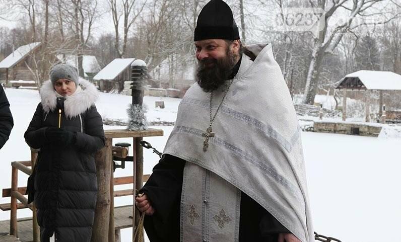 Селяне не пускают в церковь московского батюшку, фото-1