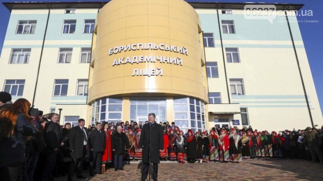 Порошенко убежден, что победа — это мир с учетом национальных интересов Украины, фото-1