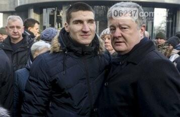 Порошенко: Украина отстроит донецкий аэропорт, фото-1