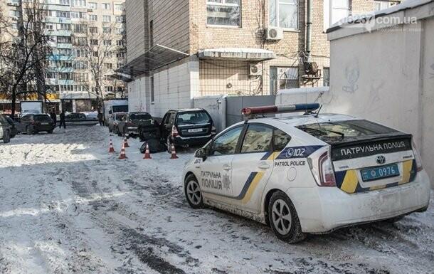 В Киеве авто с умершим водителем врезалось в стену, фото-1