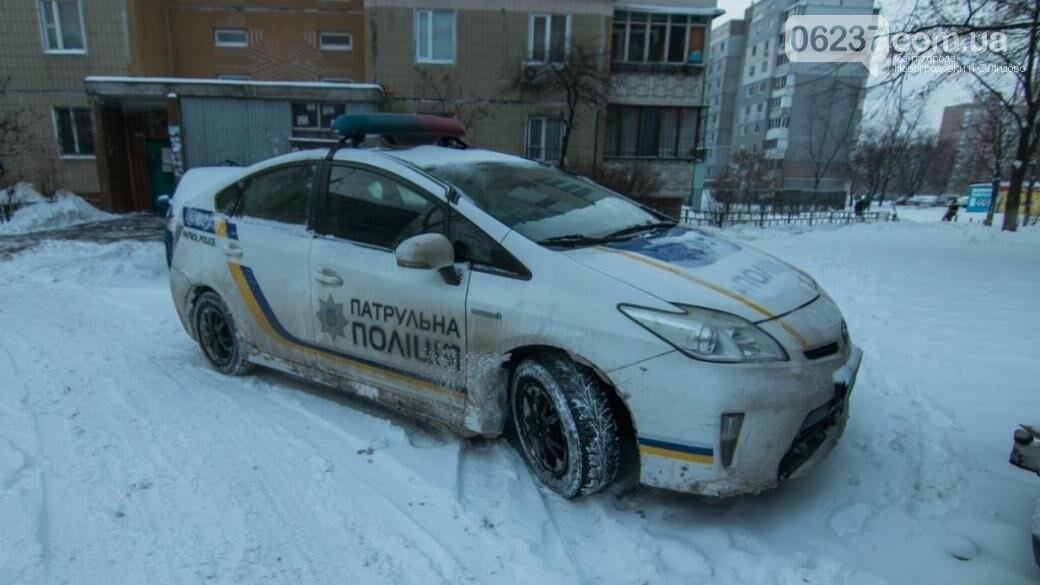 В Киеве мужчина выпал из окна шестого этажа, фото-1