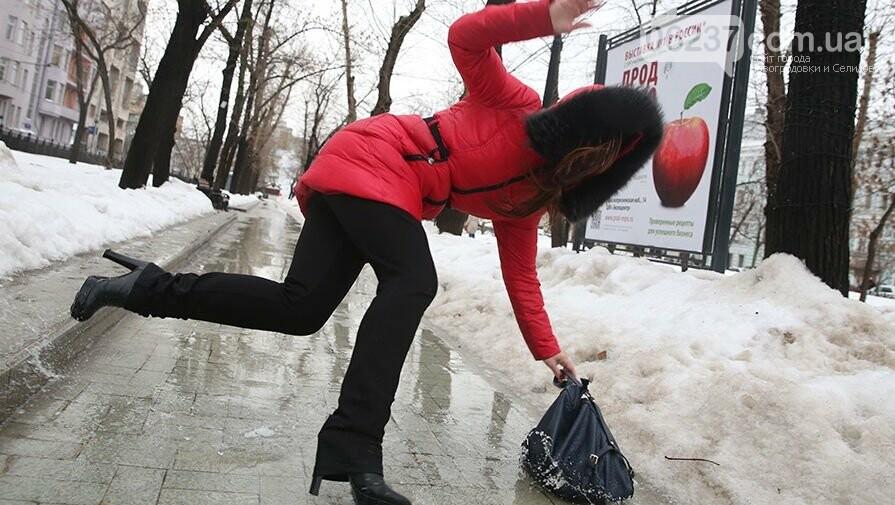 Упали из-за нечищеного снега - получите компенсацию: куда обращаться, фото-1