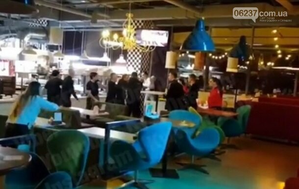 В ресторане Киева произошла драка из-за микрофона, фото-1