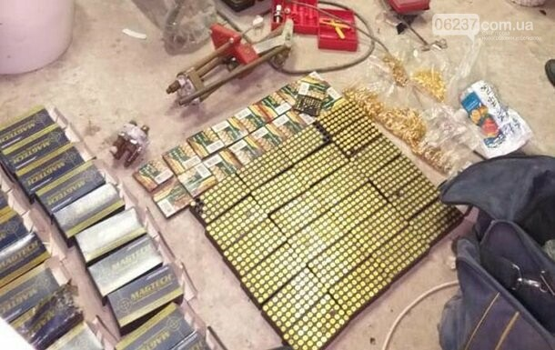 В Киеве задержали наркодельцов с тысячей патронов, фото-1