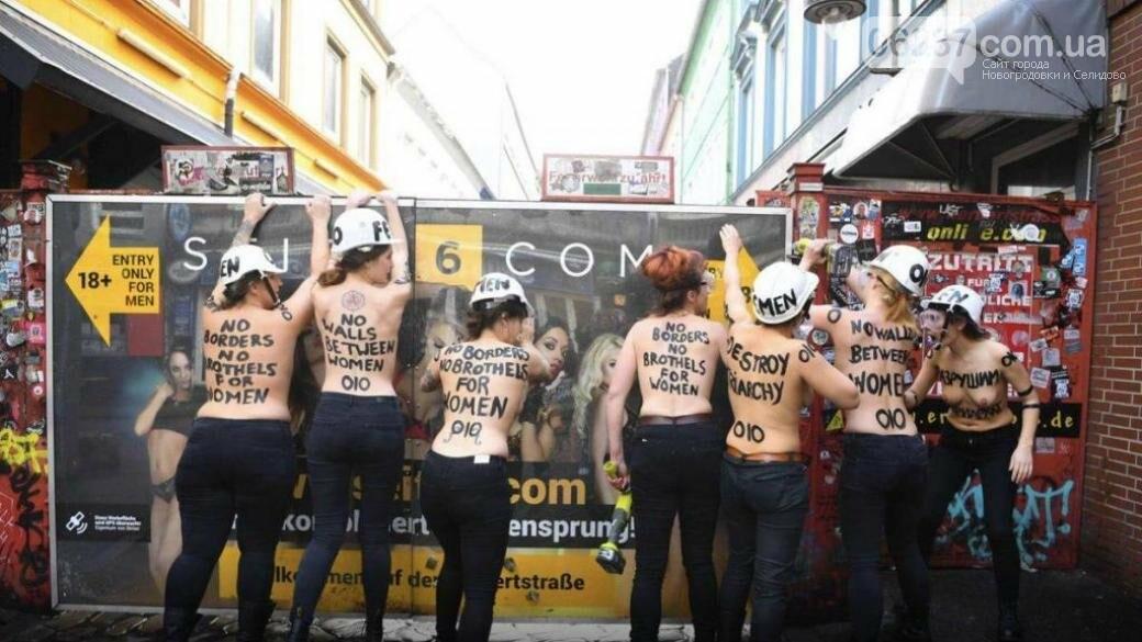 Активистки Femen провели акцию на улице красных фонарей, фото-1
