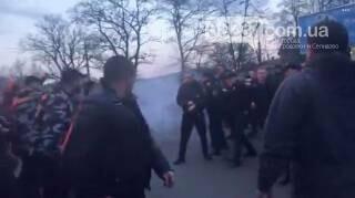 Националисты атаковали Порошенко в Черкассах, фото-1