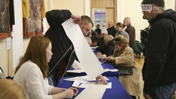 В Украине проходят выборы президента, фото-1