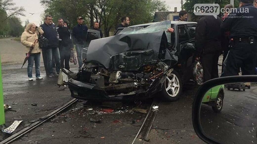 В Краматорске авто с военными попало в ДТП: один погибший, трое пострадавших, фото-1