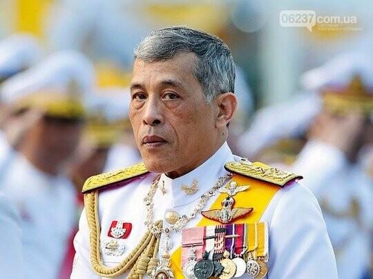 Король Таиланда неожиданно женился на генерале, фото-1