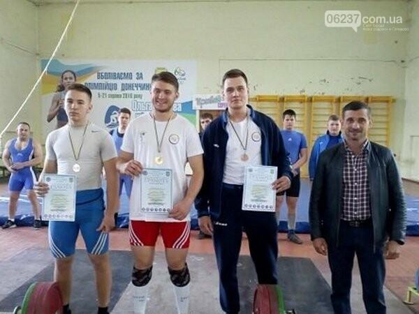 Тяжелоатлеты из Новогродовки завоевали два «золото» и «бронзу» на чемпионате Донецкой области, фото-1