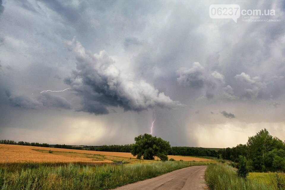 В начале недели в Украине ожидаются кратковременные дожди с грозами, фото-1