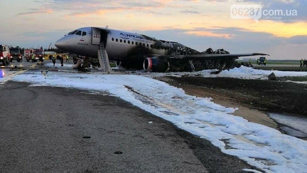 СМИ узнали об основной версии авиакатастрофы в РФ, фото-1