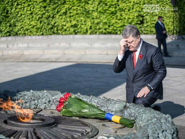 Порошенко: Украина дистанцировалась от кремлевского «победобесия», фото-1
