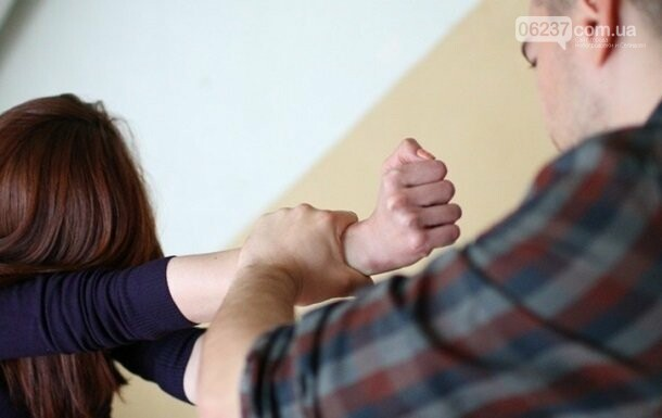 Киевлянин изнасиловал девочку-соседку, ее госпитализировали, фото-1