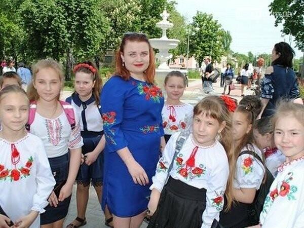 В Новогродовке ярко отметили День вышиванки, фото-1