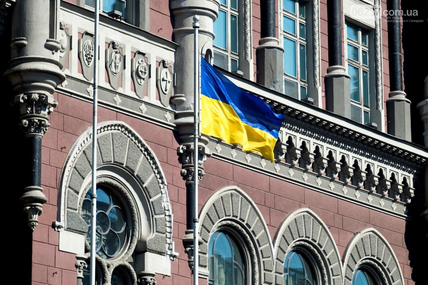 Украинские банки обяжут возвращать деньги клиентам, если их сняли мошенники, фото-1