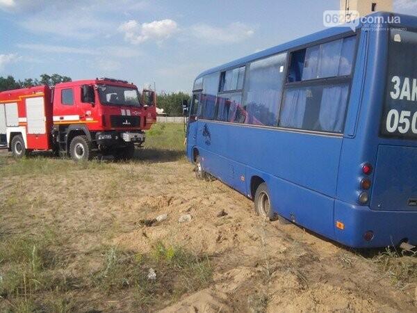 Автобус из Новогродовки застрял в песках Лиманского района, фото-1
