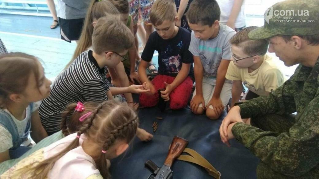 Донецкие младшеклассники познакомились ближе с оружием и боеприпасами, фото-1