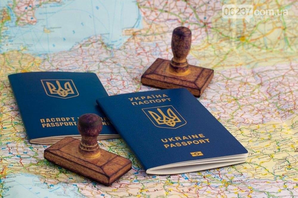 Майже 70% українців схвалюють безвіз – опитування, фото-1