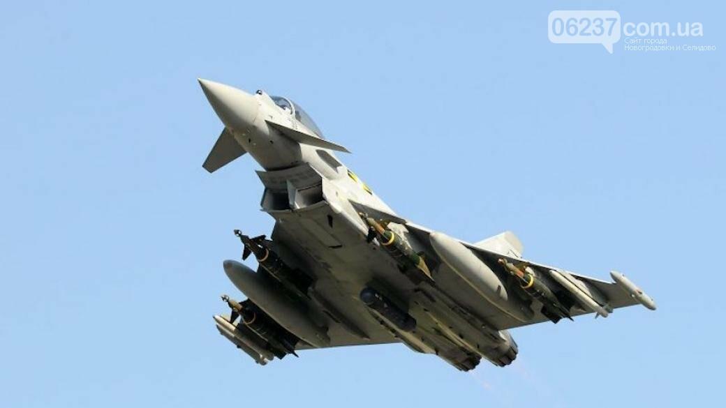 В Британии истребители поднялись в воздух из-за неадекватного пассажира самолета, фото-1