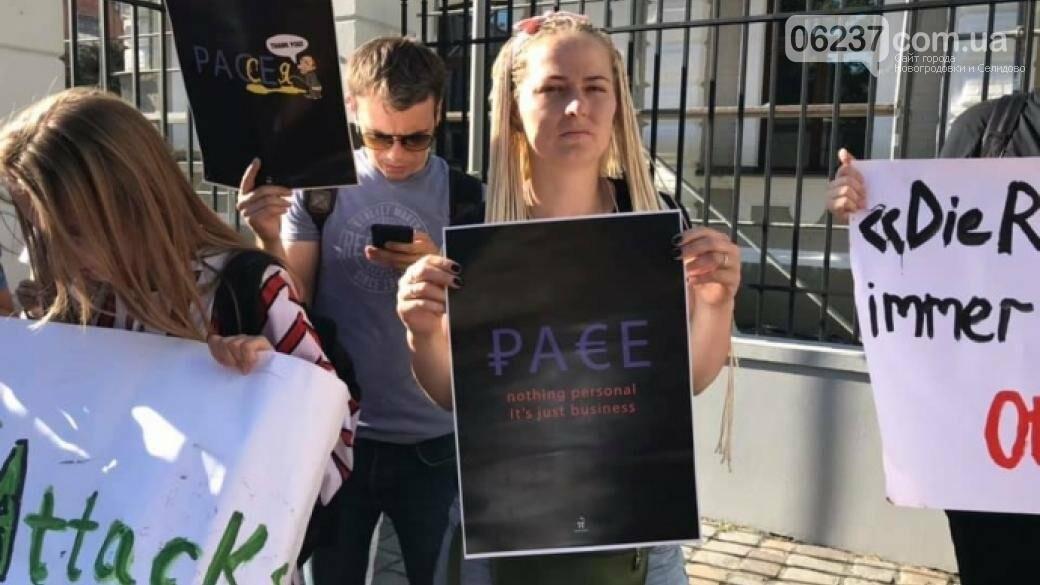 В Киеве пикетировали посольства стран, поддержавших возврат РФ в ПАСЕ, фото-1