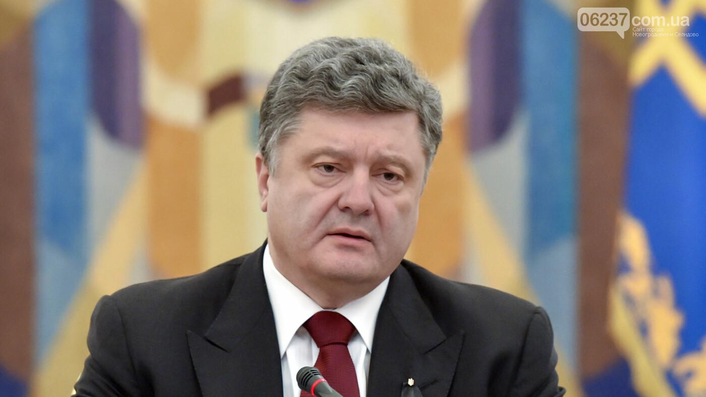 Порошенко отреагировал на решение Зеленского не проводить парад, фото-1