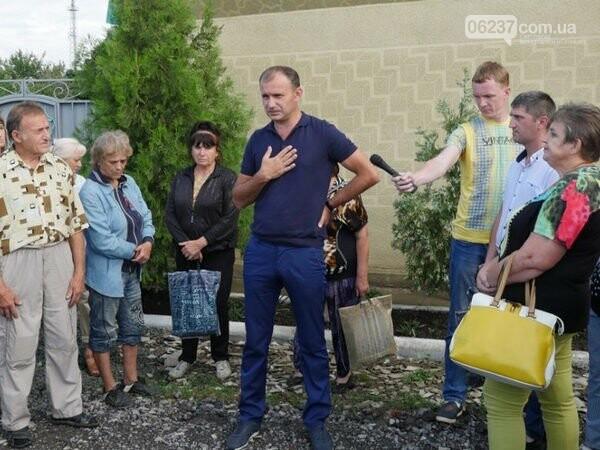 Земельный скандал в Курахово: мэр заверил, что садоводы смогут приватизировать свои участки, но только через полгода, фото-1