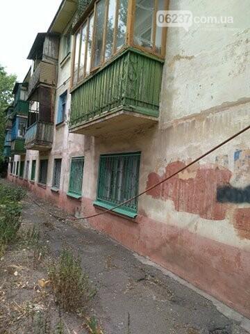 Игра на выживание: аварийный дом в Мариуполе продолжает рушиться, фото-1