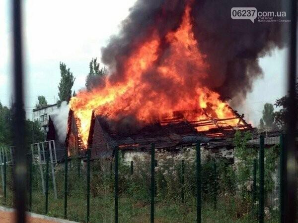 В Новогродовке горели гаражи, фото-1