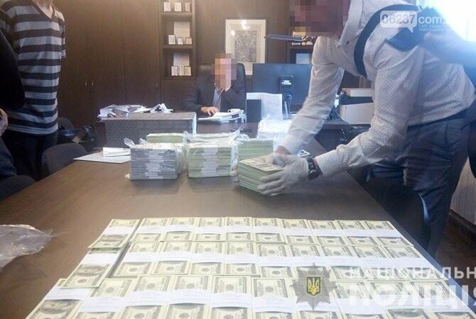 Два чиновника «погорели» на взятке в 1,5 миллиона долларов, фото-1
