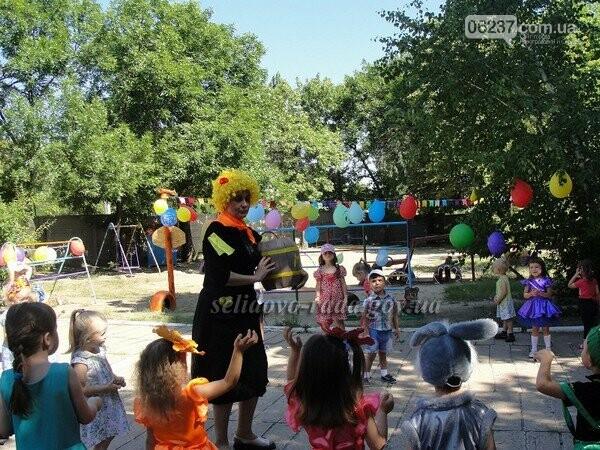 В Кураховке для детей устроили праздник цветов, фото-1
