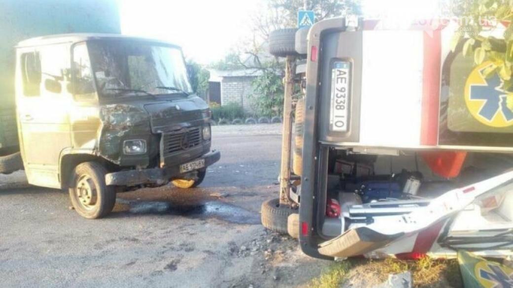 В Днепре грузовик влетел в «скорую»: 5 пострадавших, фото-1