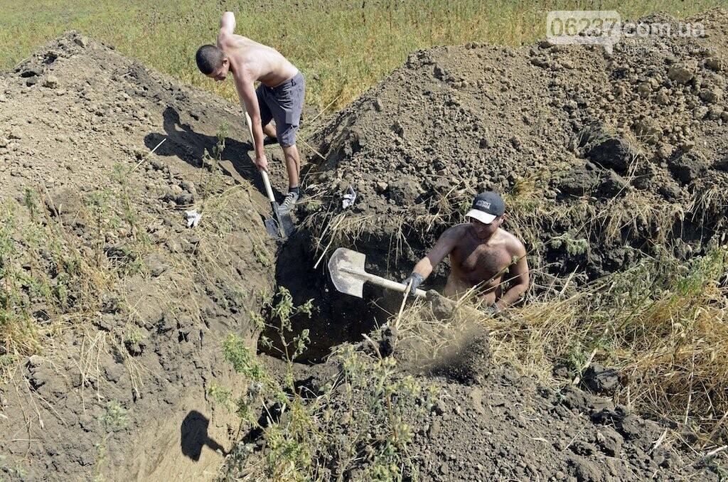 Рытье окопов и мытье машины начальника райотдела: жители Донецка рассказали об отработках за нарушение комчаса, фото-1