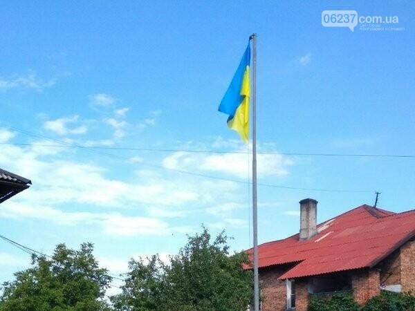 В Новогродовке торжественно подняли флаг Украины, фото-1