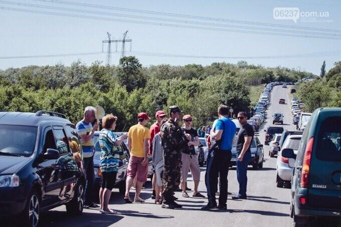 Зеленский поручил Кабмину упростить людям правила пересечения линии соприкосновения в Донбассе, фото-1