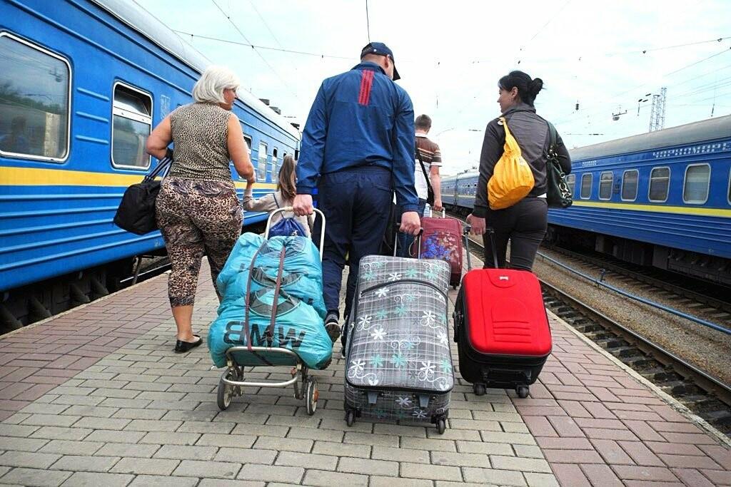 Стало известно, сколько переселенцев собираются вернуться в Донбасс, фото-1