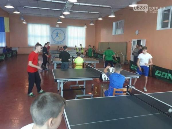 Селидовские лицеисты заняли второе место на региональных соревнованиях по настольному теннису, фото-1